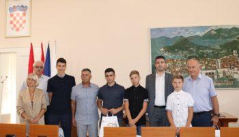 Juniori Dubrovačko-neretvanske županije na primanju kod župana Nikole Dobroslavića i gradonačelnika Mate Frankovića
